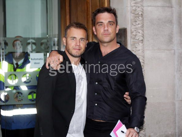 Robbie et Gary à la BBC Radio 1 26/08/210 - Page 2 348991103640048