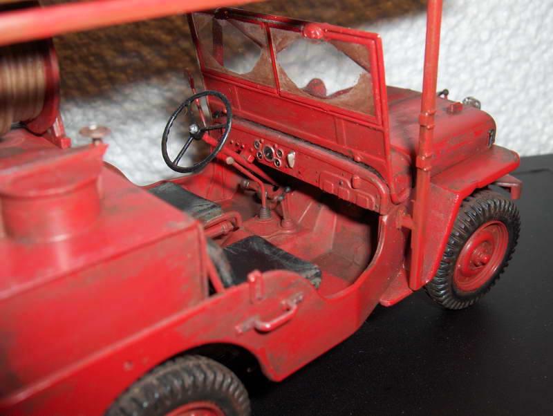 Fire jeep 1/24 Italeri terminée,les détails en photos 352353HPIM1018