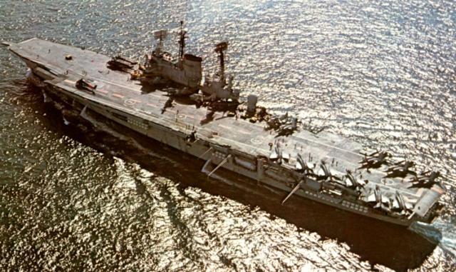 ROYAL NAVY PORTE-AVIONS CLASSE AUDACIOUS 353546HMS_Ark_Royal_2