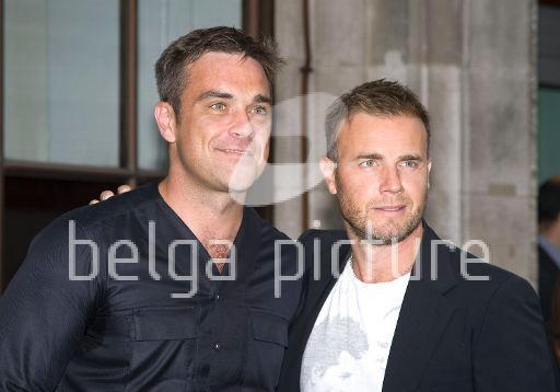 Robbie et Gary à la BBC Radio 1 26/08/210 36036721961733
