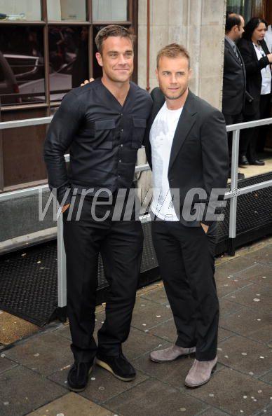Robbie et Gary à la BBC Radio 1 26/08/210 - Page 2 397827103640224