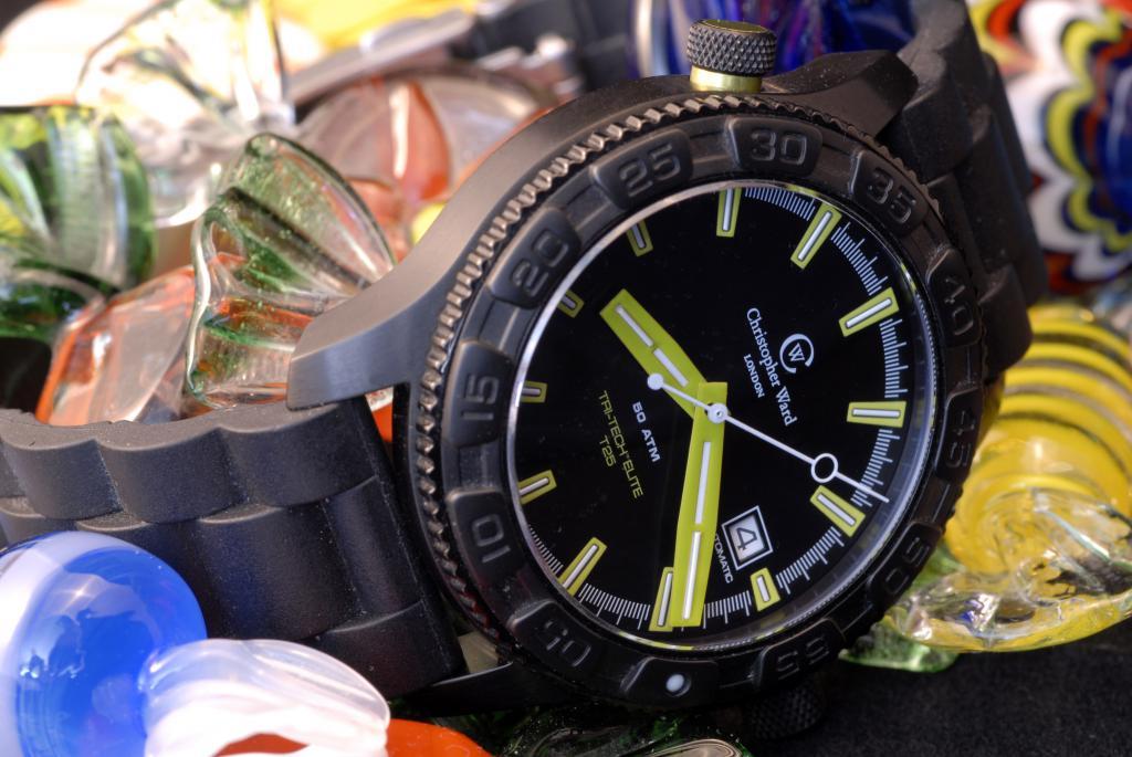 Un avis sur les montres Christopher Ward SVP. 39899302_trois_quarts_bonbon_2
