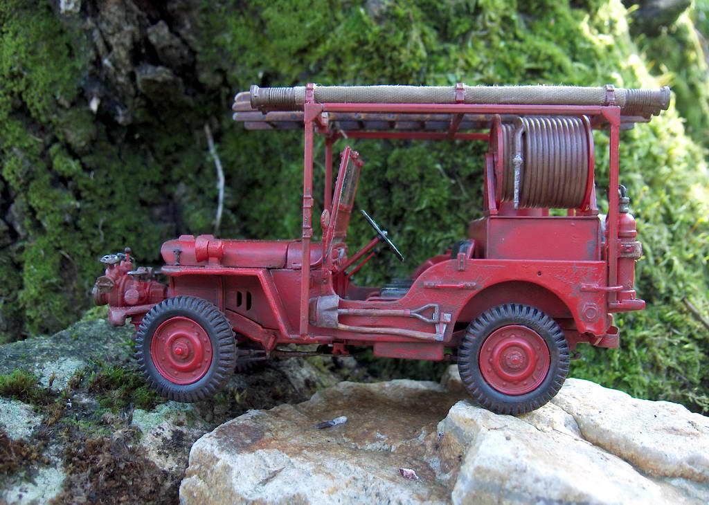 Fire jeep 1/24 Italeri terminée,les détails en photos 399033HPIM1057