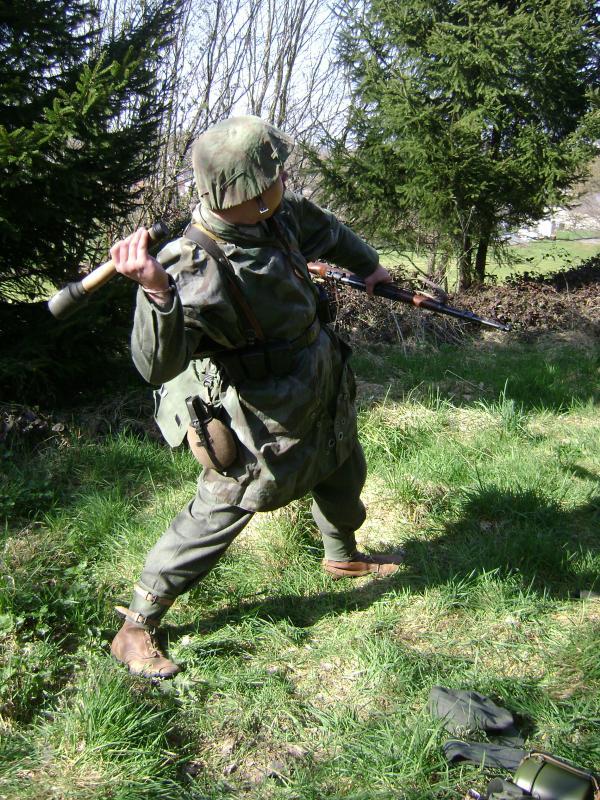 Allez je me lance! (Panzergrenadier de la 21 eme Pzdiv) 410181DSC01137