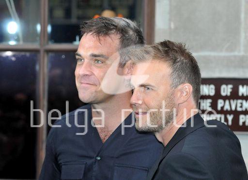 Robbie et Gary à la BBC Radio 1 26/08/210 42211021961506
