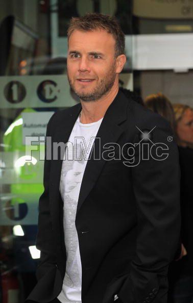 Robbie et Gary à la BBC Radio 1 26/08/210 - Page 2 438671103639707