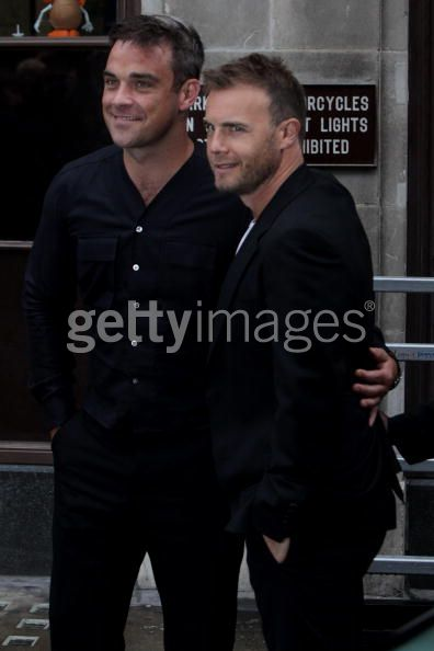 Robbie et Gary à la BBC Radio 1 26/08/210 - Page 2 443298103640140