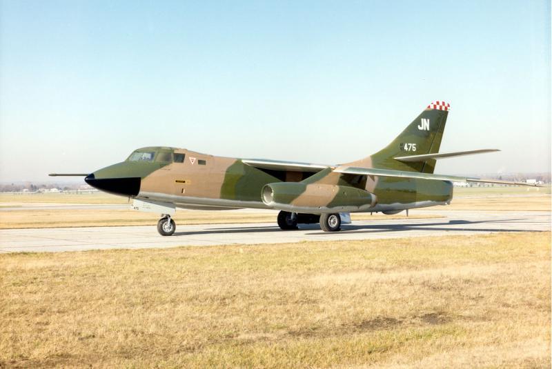 DOUGLAS A-3 SKYWARRIOR 475563RB_66B