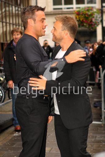 Robbie et Gary à la BBC Radio 1 26/08/210 52942721962416