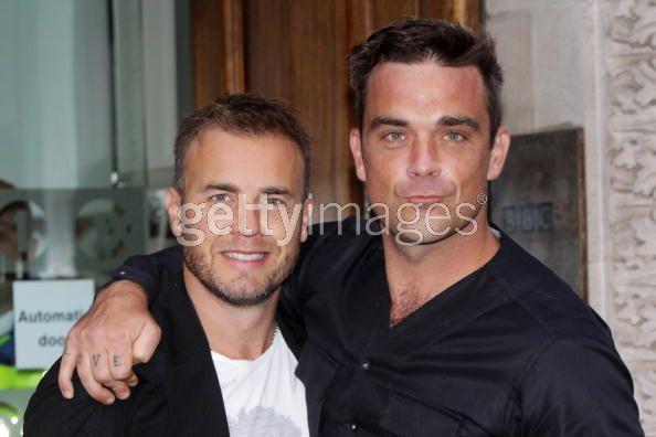 Robbie et Gary à la BBC Radio 1 26/08/210 - Page 2 549399103643158