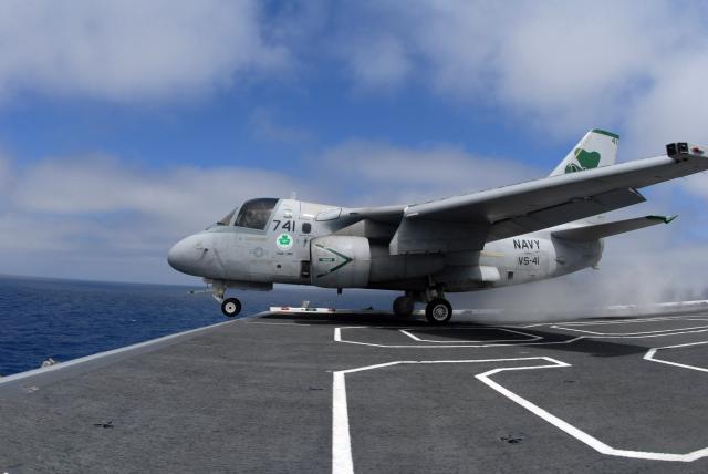 LOCKEED S3 VIKING 558729S_3_Viking_takoff_USS_Nimitz