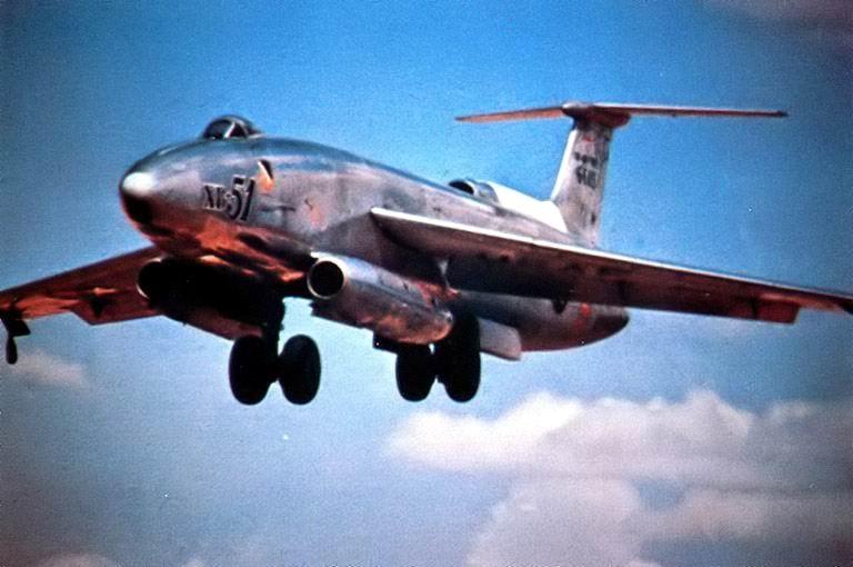 DOUGLAS A-3 SKYWARRIOR 568177XB_51