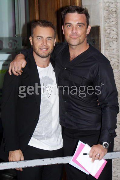 Robbie et Gary à la BBC Radio 1 26/08/210 - Page 2 585859103640017