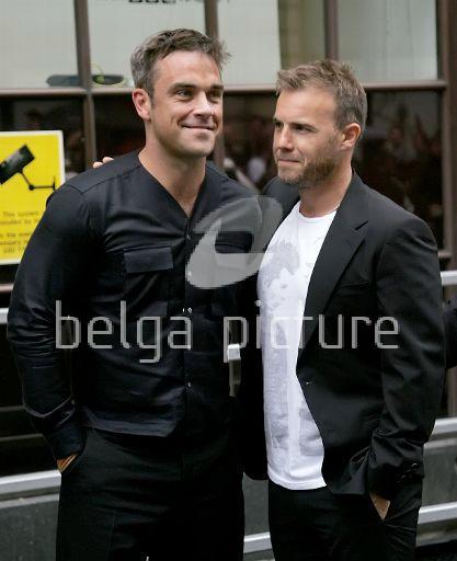Robbie et Gary à la BBC Radio 1 26/08/210 59201221963849