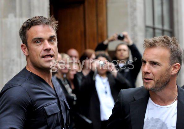 Robbie et Gary à la BBC Radio 1 26/08/210 - Page 2 595440103639949
