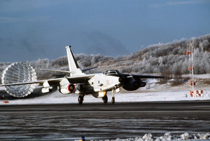 DOUGLAS A-3 SKYWARRIOR 596282EKA_3B_VAQ_34_1987