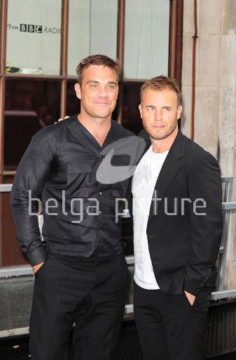Robbie et Gary à la BBC Radio 1 26/08/210 60818821961783