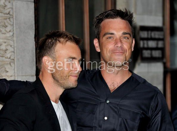 Robbie et Gary à la BBC Radio 1 26/08/210 - Page 2 621982103639345