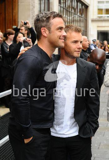 Robbie et Gary à la BBC Radio 1 26/08/210 64766421961070