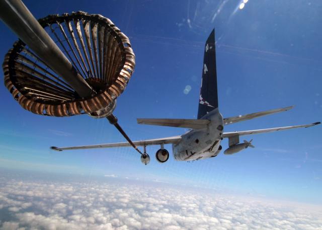 LOCKEED S3 VIKING 655458S_3_Viking_in_flight_refueling