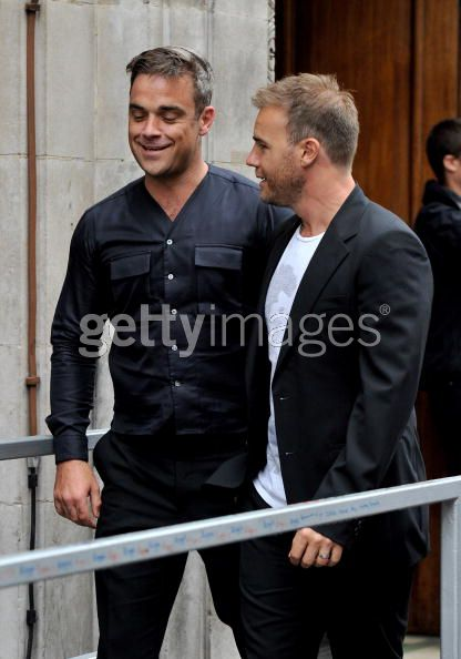 Robbie et Gary à la BBC Radio 1 26/08/210 - Page 2 661021103639911