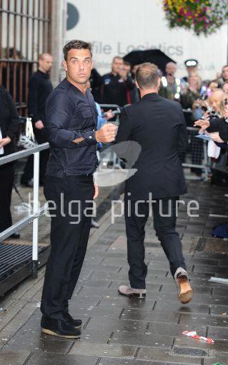 Robbie et Gary à la BBC Radio 1 26/08/210 67263121959883