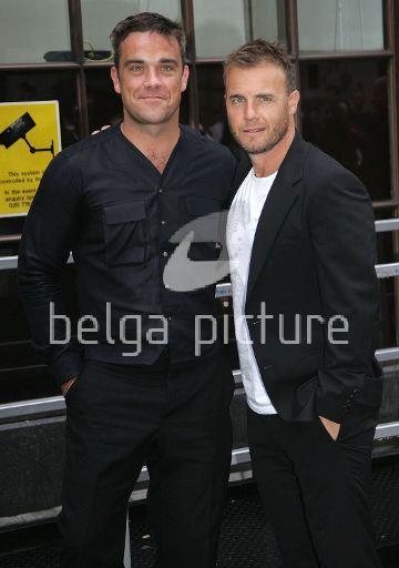 Robbie et Gary à la BBC Radio 1 26/08/210 68601621961382