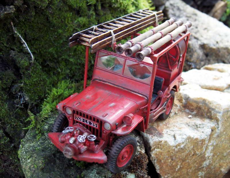 Fire jeep 1/24 Italeri terminée,les détails en photos 713623HPIM1052