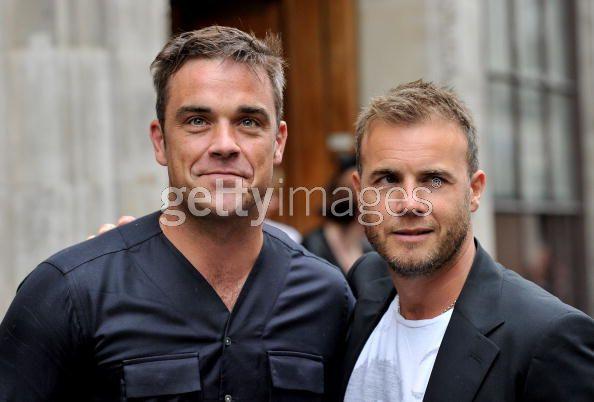 Robbie et Gary à la BBC Radio 1 26/08/210 - Page 2 716069103639920
