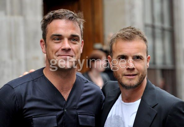 Robbie et Gary à la BBC Radio 1 26/08/210 - Page 2 729442103639912