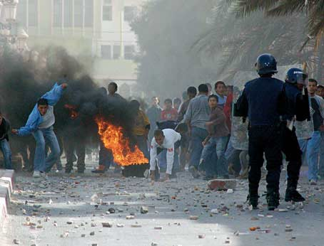 La fin du pétrole en Algérie pour 2020.. 788999emeutes1