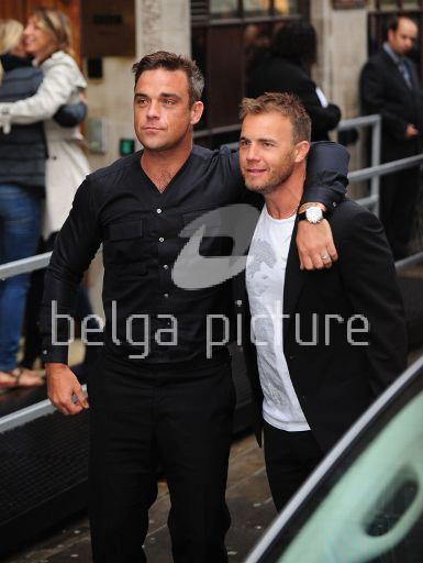 Robbie et Gary à la BBC Radio 1 26/08/210 80778721960540