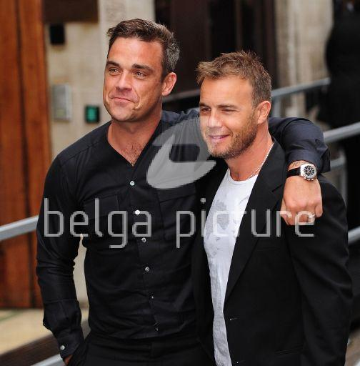 Robbie et Gary à la BBC Radio 1 26/08/210 80914621960607