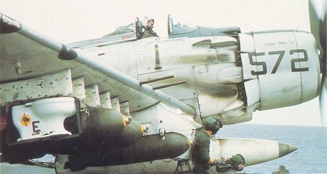 DOUGLAS A-1 SKYRAIDER 828641Douglas_Skyraider_26