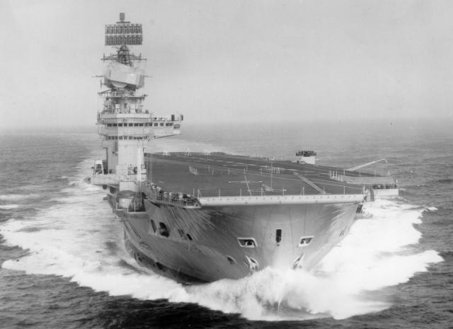 ROYAL NAVY PORTE-AVIONS CLASSE AUDACIOUS 843602HMS_Eagle_1967_pleine_vitesse
