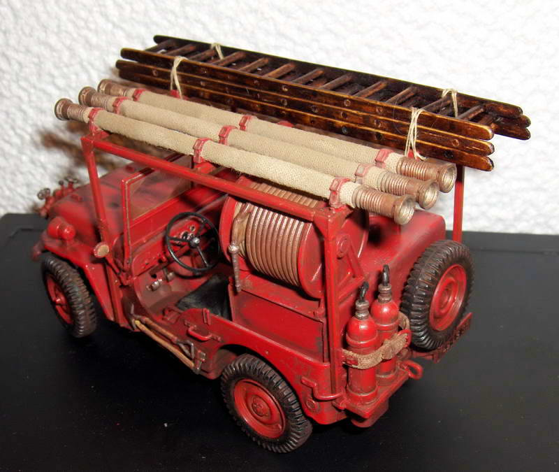 Fire jeep 1/24 Italeri terminée,les détails en photos 853667HPIM1006