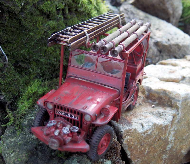 Fire jeep 1/24 Italeri terminée,les détails en photos 859121HPIM1053