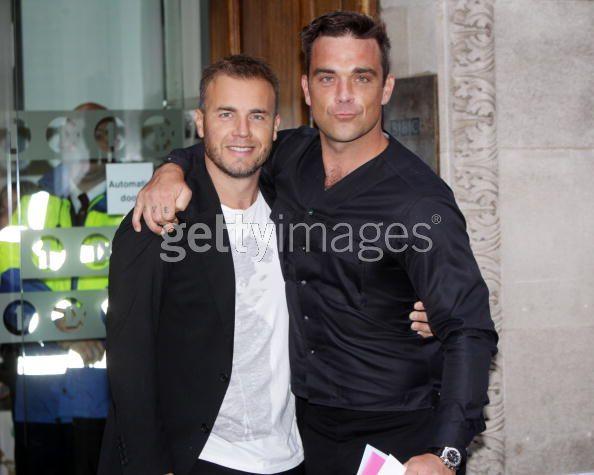 Robbie et Gary à la BBC Radio 1 26/08/210 - Page 2 866447103639998