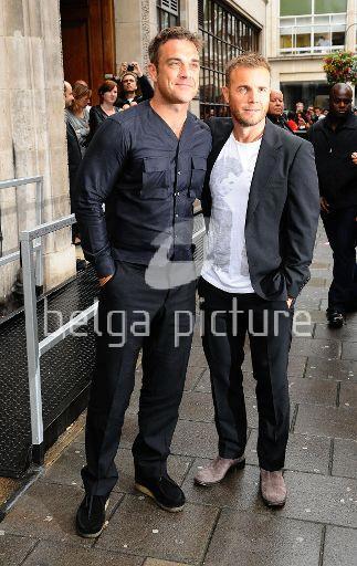Robbie et Gary à la BBC Radio 1 26/08/210 87904021961034