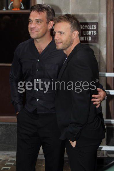 Robbie et Gary à la BBC Radio 1 26/08/210 - Page 2 915217103640143