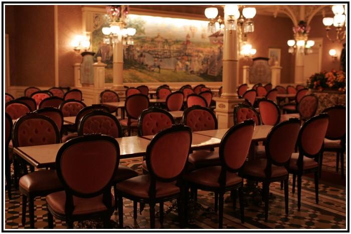 Plaza Gardens Restaurant (carte mise à jour p.35) 920404PLZ0281