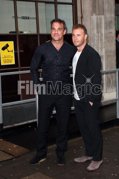 Robbie et Gary à la BBC Radio 1 26/08/210 - Page 2 921682103640372