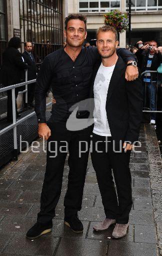 Robbie et Gary à la BBC Radio 1 26/08/210 92534721959809