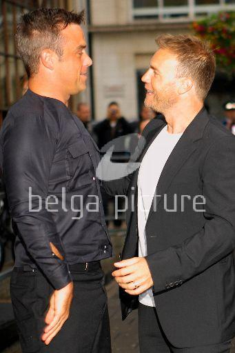 Robbie et Gary à la BBC Radio 1 26/08/210 95225621962723