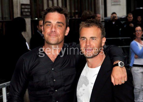 Robbie et Gary à la BBC Radio 1 26/08/210 - Page 2 953888103639339