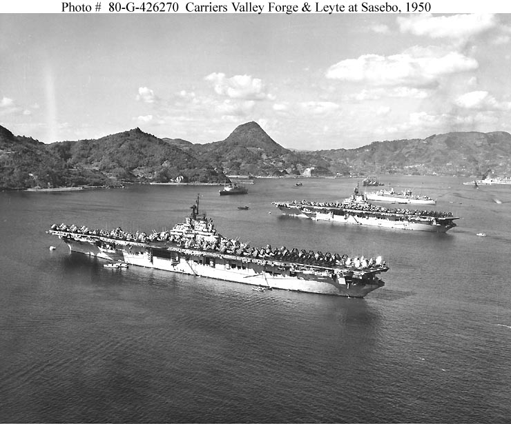 DOUGLAS A-3 SKYWARRIOR 954268USS_Valley_Forge_et_USS_Leyte