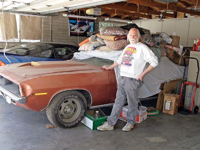Cars in Barn. 960699hrdp_0710_20_z_custom_hot_rod_cars_barn_finds_1970_plymouth_cuda_side_view