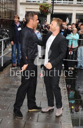 Robbie et Gary à la BBC Radio 1 26/08/210 96990521960041