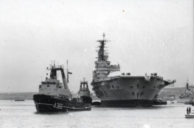 ROYAL NAVY PORTE-AVIONS CLASSE AUDACIOUS 981870HMS_Ark_Royal_demolition