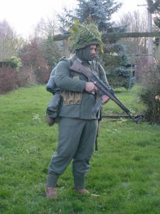 Allez je me lance! (Panzergrenadier de la 21 eme Pzdiv) Mini_336165S7300640